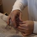 鍼を打つシーン